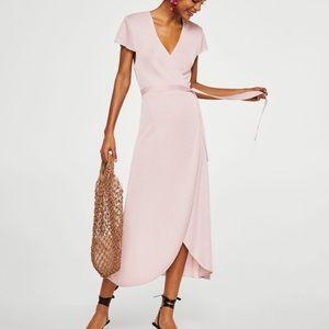 Wrap dress in pink